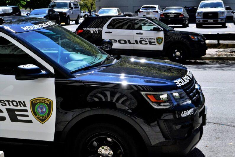 police-car-3274539_1920